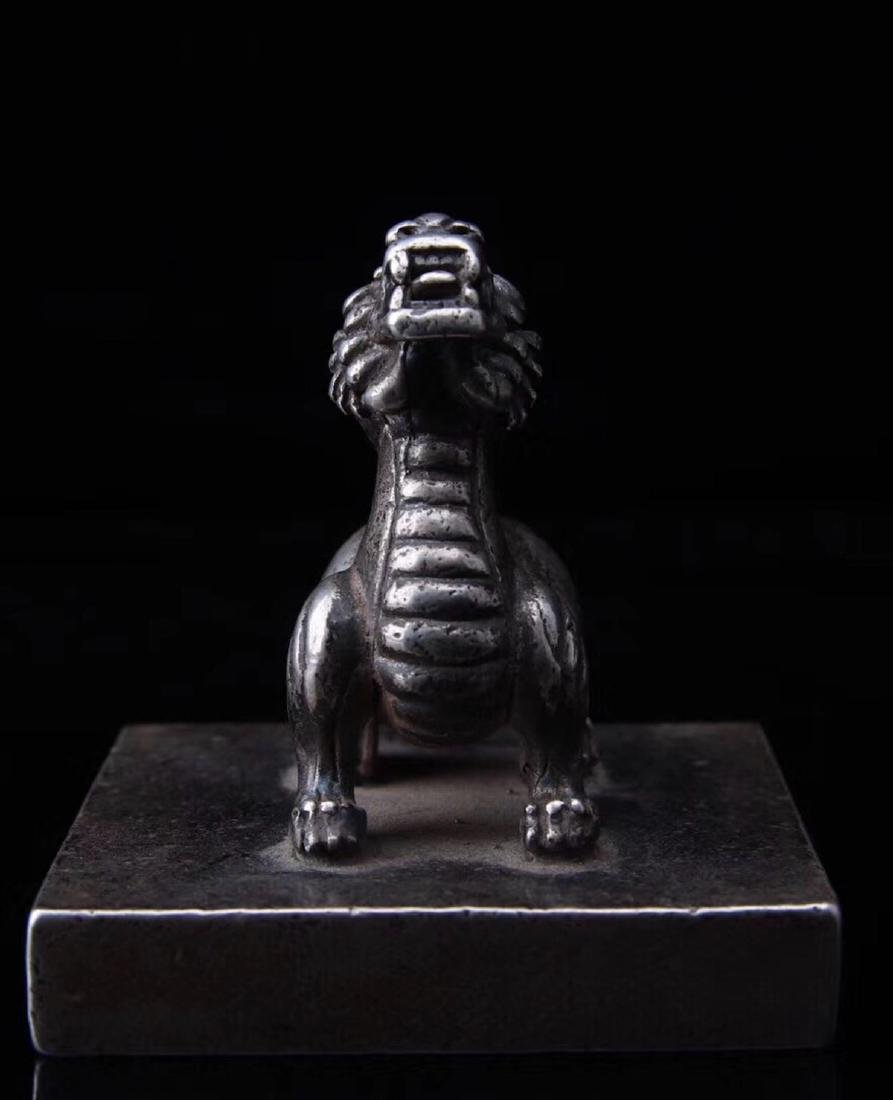 A SILVER LION SHAPED SEAL - 7
