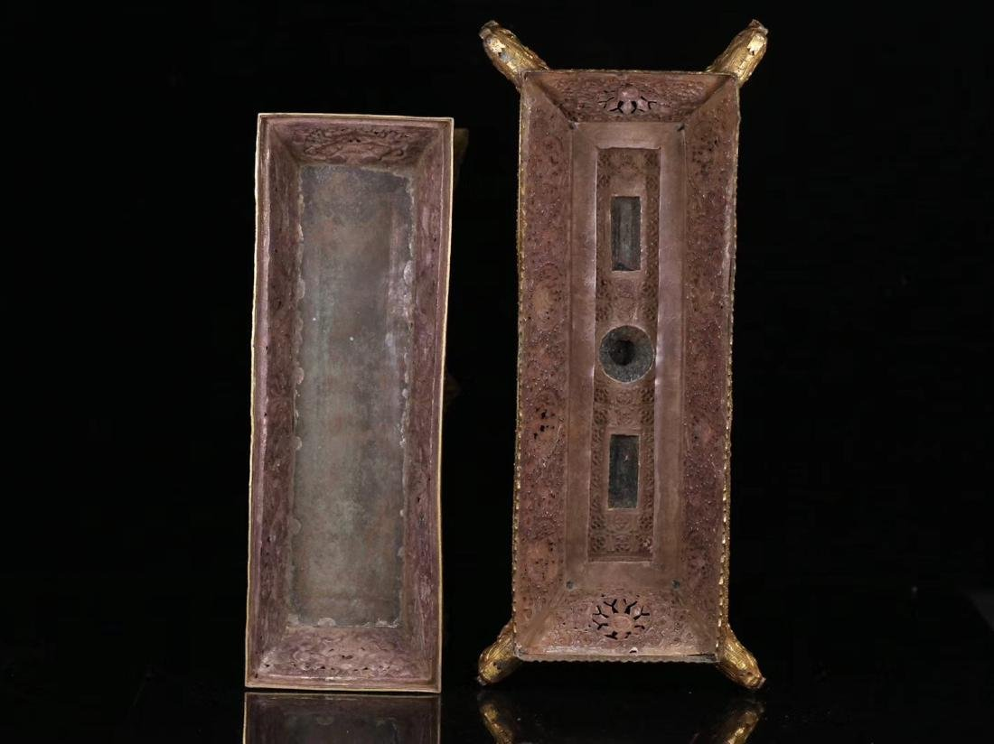 A GILT SILVER CARVED DRAGON PATTERN BOX - 4