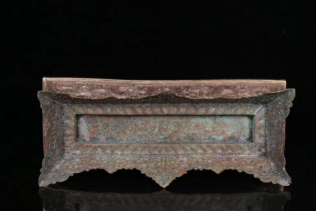 A GILT SILVER CARVED DRAGON PATTERN BOX - 5