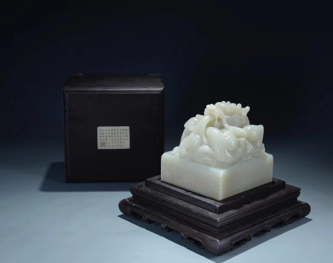 A HETIAN JADE CARVED DRAGON SHAPED SEAL