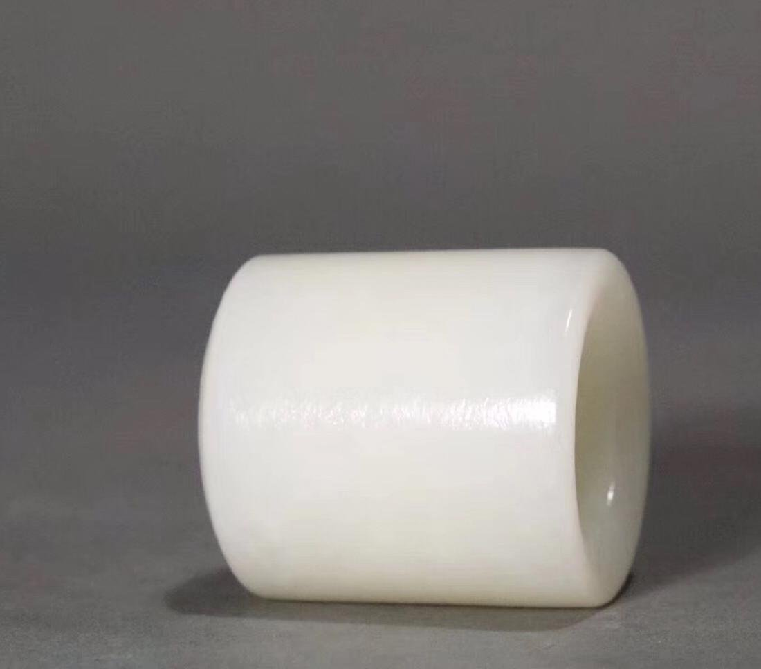 A HETIAN JADE CARVED THUMB RING - 7