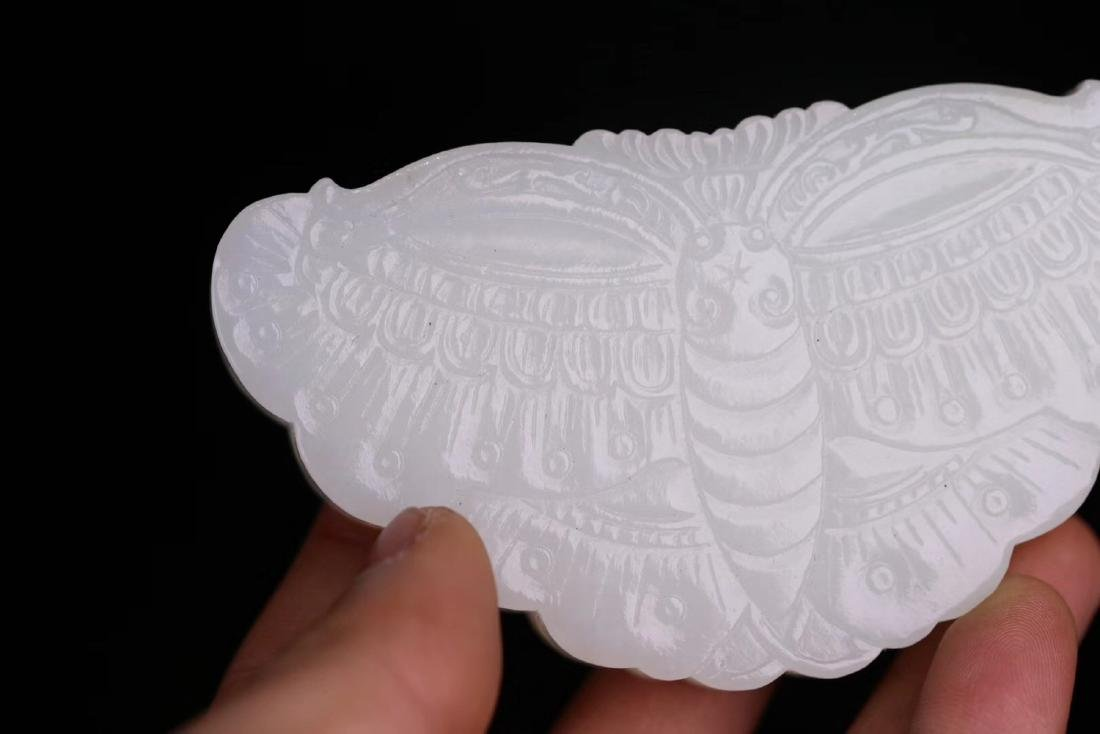 A HETIAN JADE CARVED BUTTERFLY SHAPED BOX - 6
