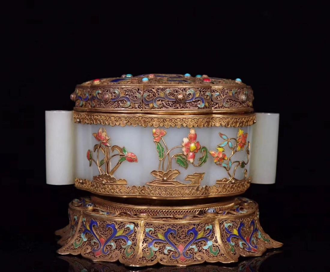A GILT SILVER FILIGREE DECORATED HETIAN JADE BOX - 3