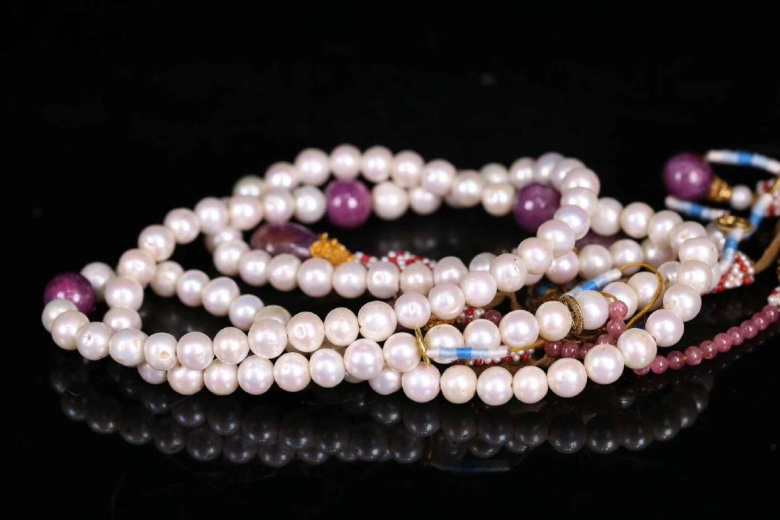 A GILT SIVLER ROYAL STYLE PEARL STRING NECKLACE - 2