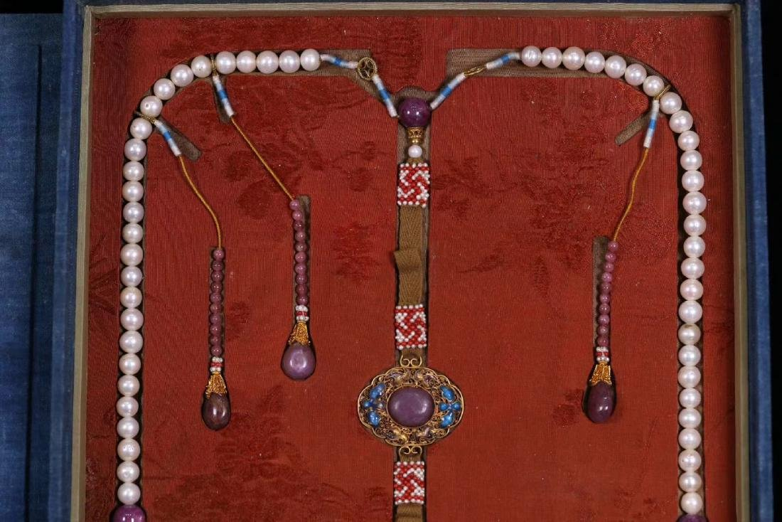 A GILT SIVLER ROYAL STYLE PEARL STRING NECKLACE - 3