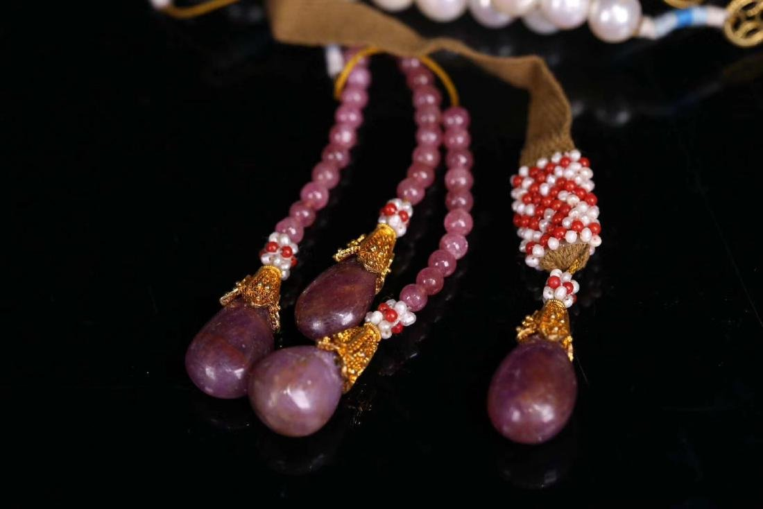 A GILT SIVLER ROYAL STYLE PEARL STRING NECKLACE - 8