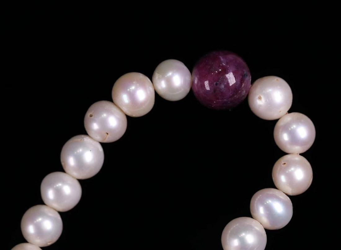 A GILT SIVLER ROYAL STYLE PEARL STRING NECKLACE - 9