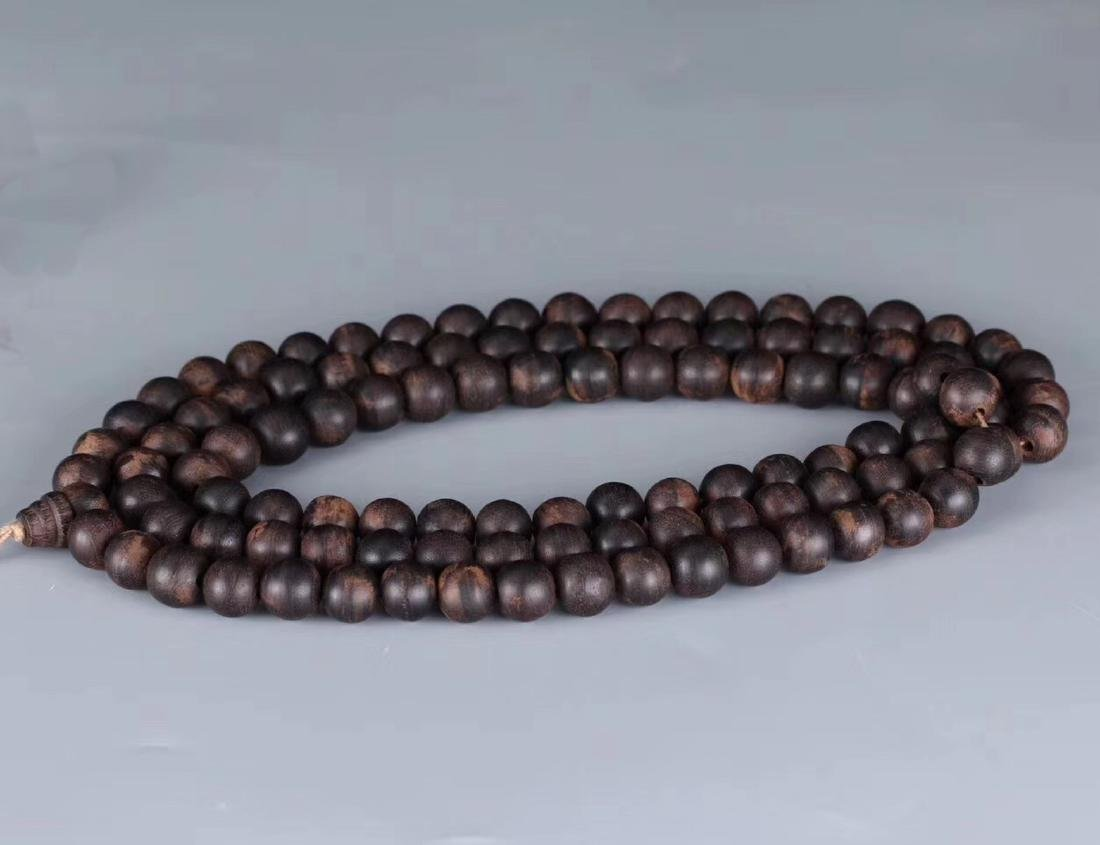 A CHENXIANG WOOD BEADS STRING PENDANT