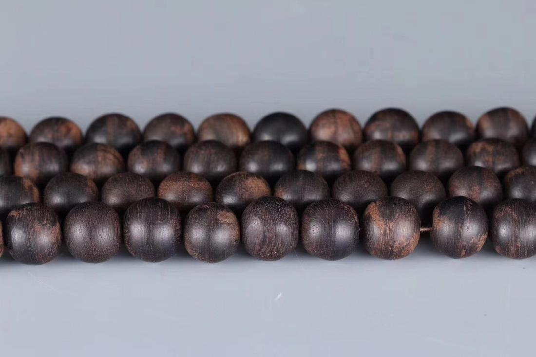 A CHENXIANG WOOD BEADS STRING PENDANT - 4