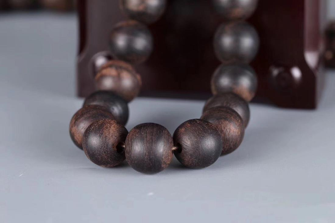 A CHENXIANG WOOD BEADS STRING PENDANT - 6