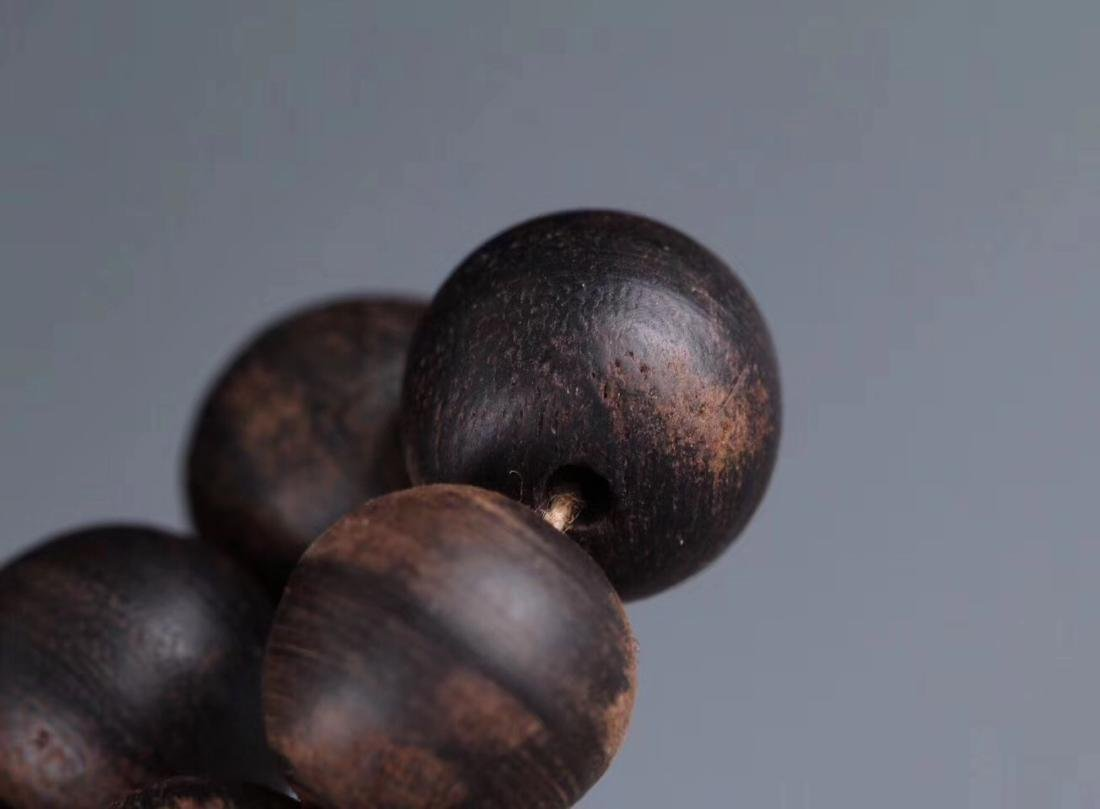 A CHENXIANG WOOD BEADS STRING PENDANT - 9
