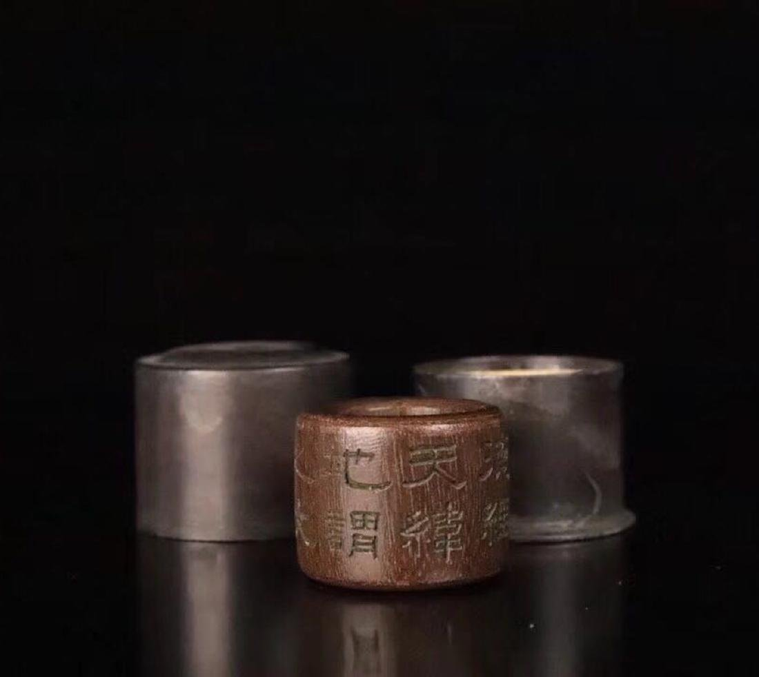 A CHENXIANG WOOD CARVED THUMB RING