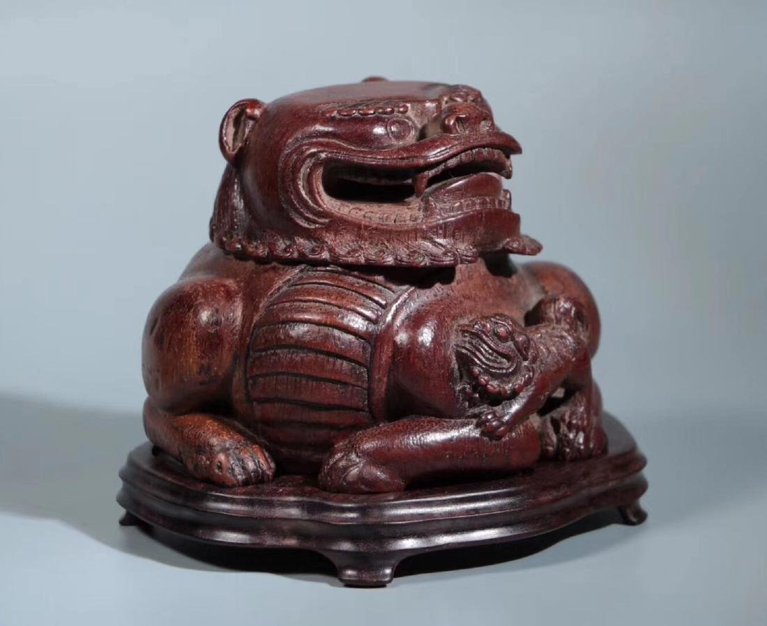 A BAMBOO CARVED LIONS PENDANT - 3