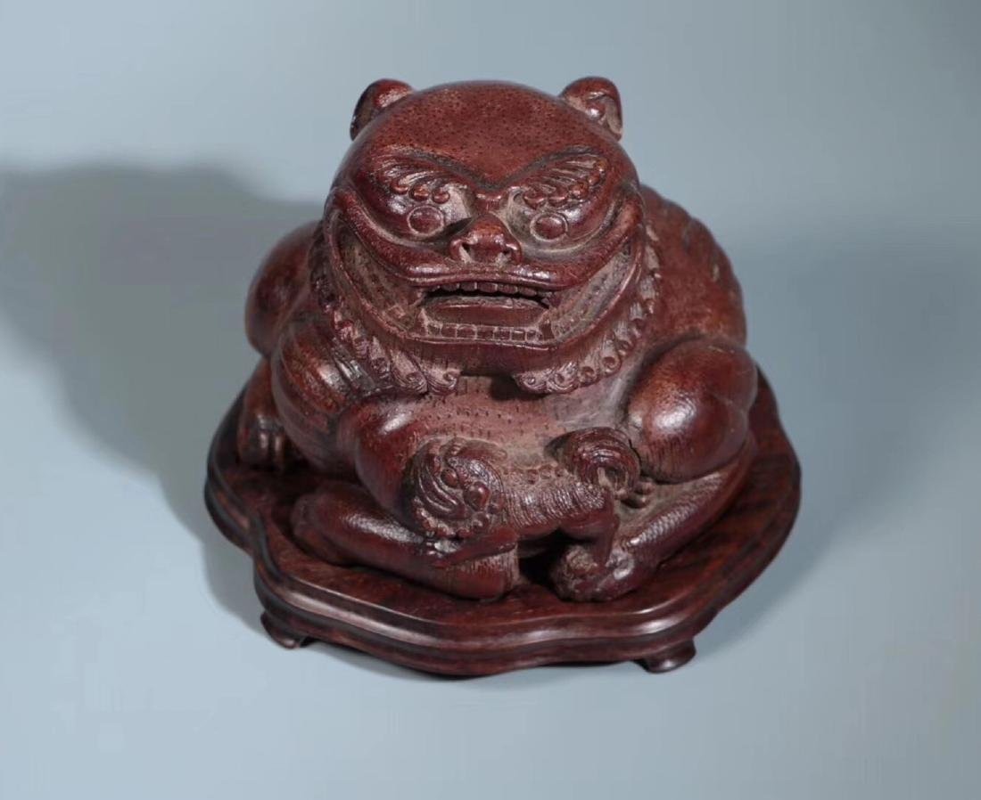 A BAMBOO CARVED LIONS PENDANT - 4
