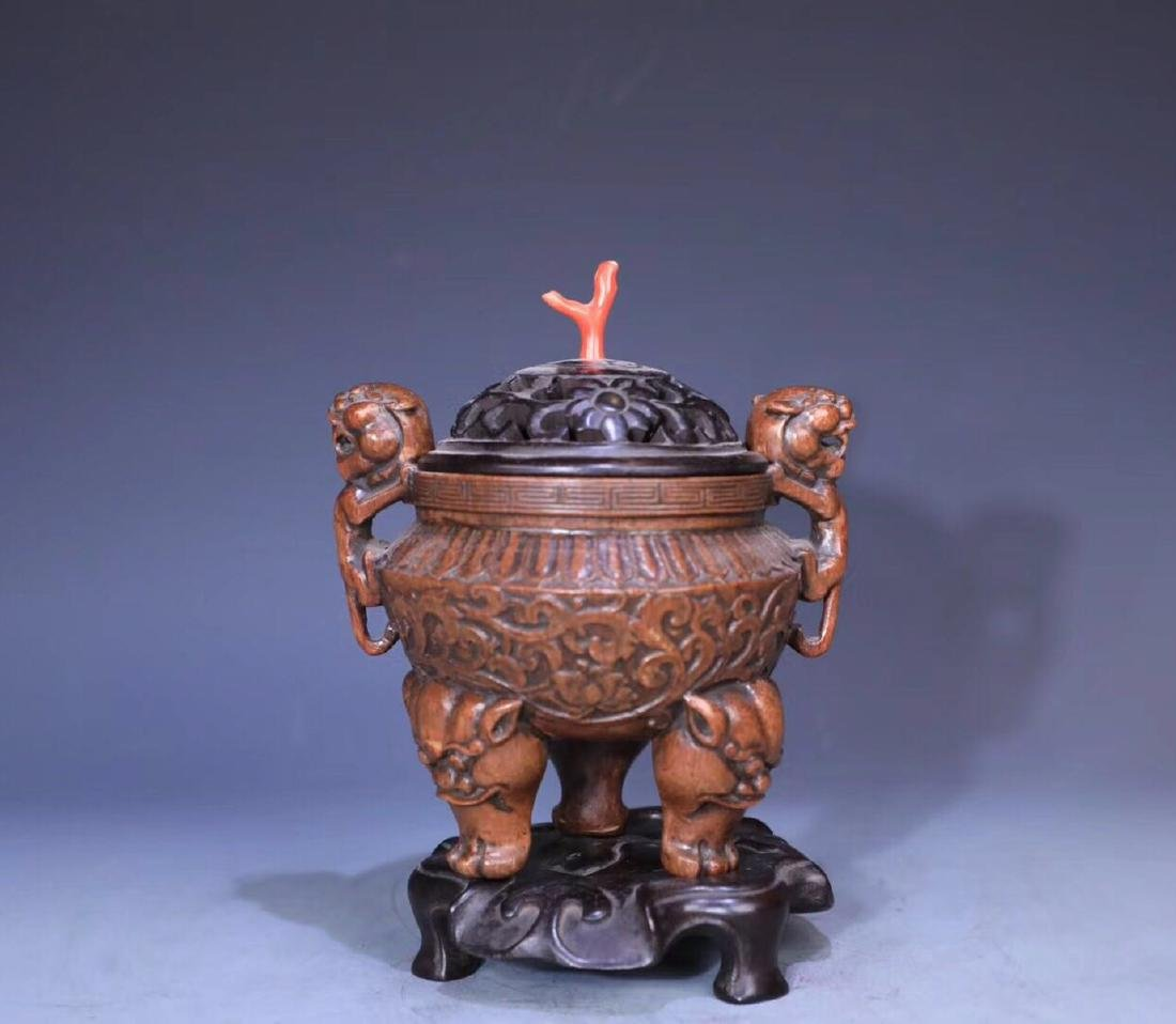 A BAMBOO CARVED THREE PAIRS FEET LIONEAR CENSER