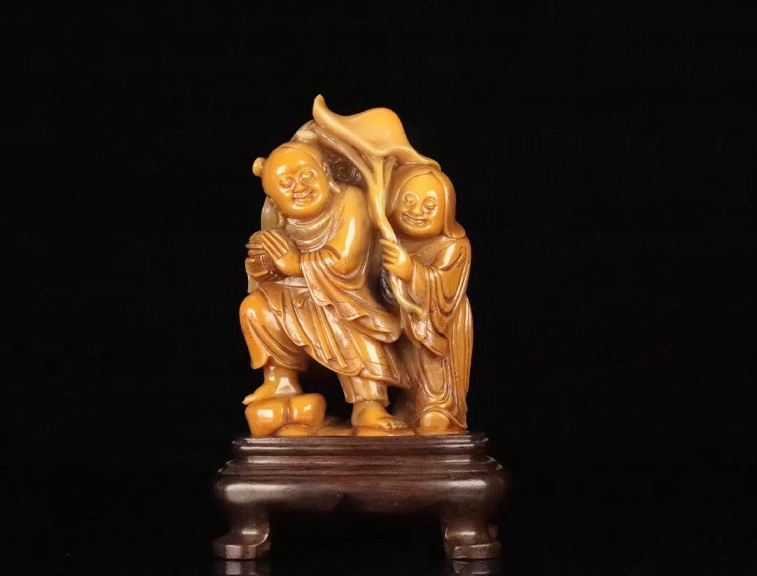 A TIANHUANG STONE CARVED FIGUE PENDANT