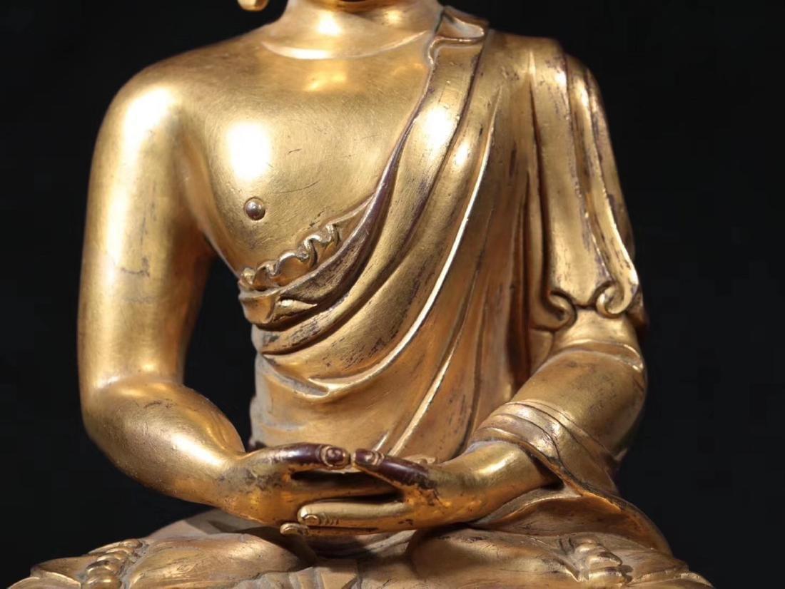 A GILT BRONZE MOLDED SHAKYAMUNI BUDDHA - 7