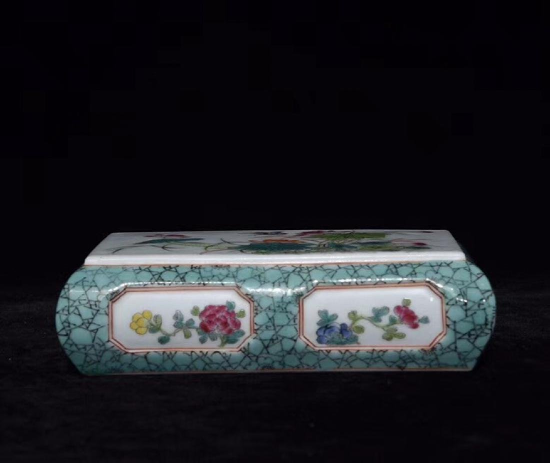 A FAMILLE-ROSE FLORAL PAPER WEIGHT - 2