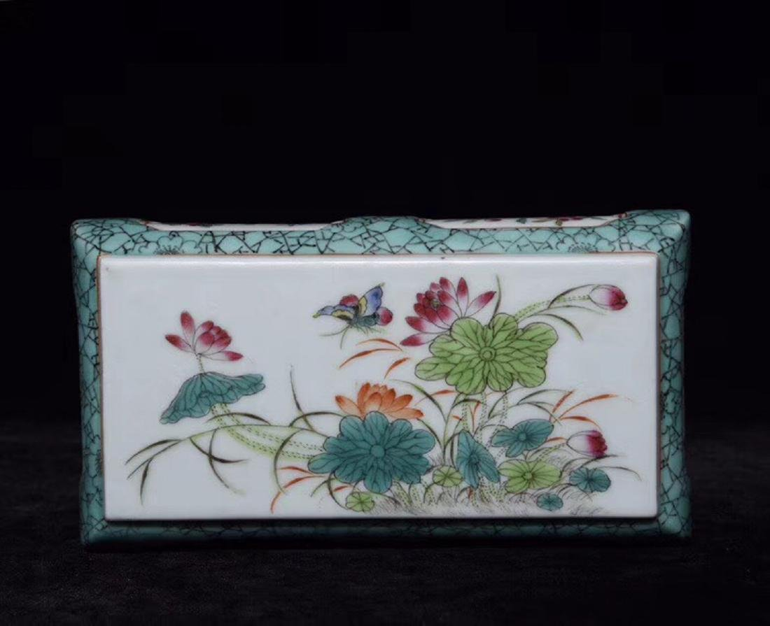 A FAMILLE-ROSE FLORAL PAPER WEIGHT - 3