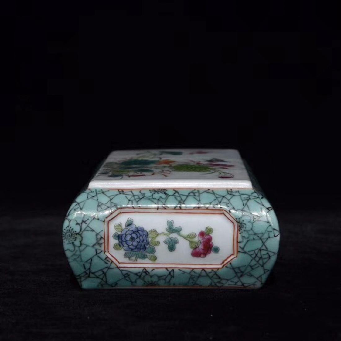 A FAMILLE-ROSE FLORAL PAPER WEIGHT - 4