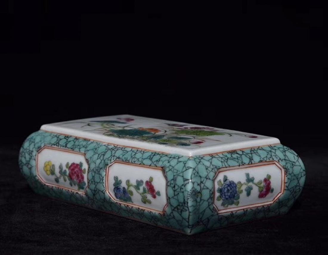 A FAMILLE-ROSE FLORAL PAPER WEIGHT - 6