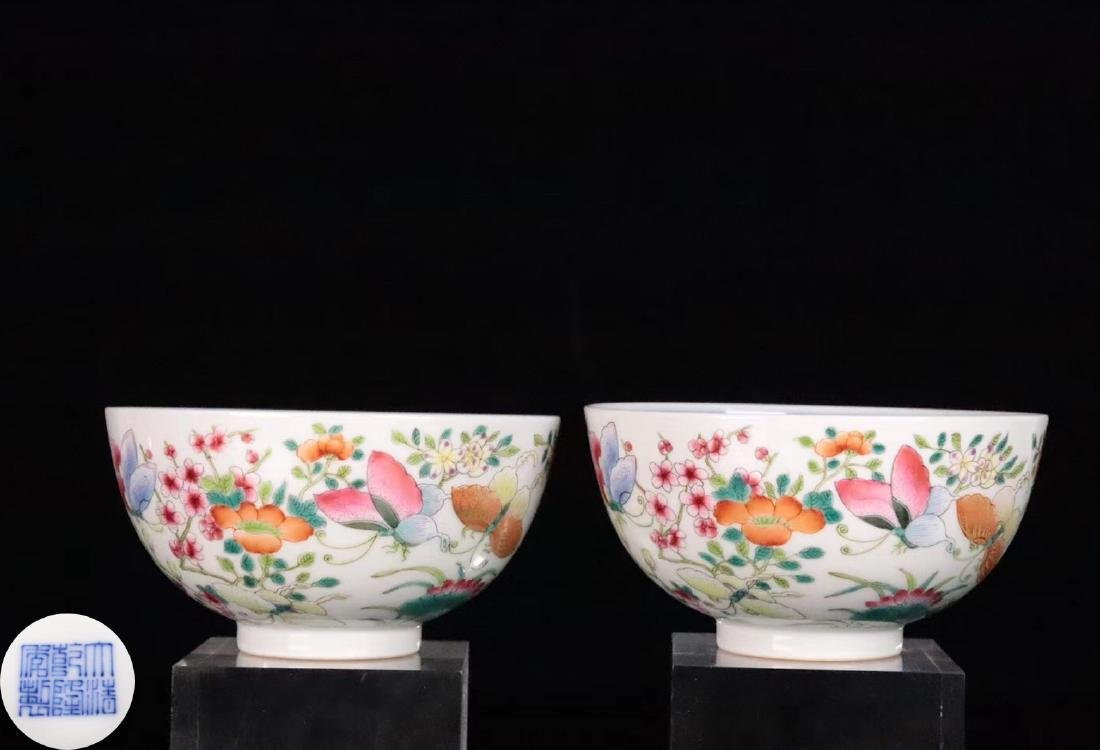 A FAMILE-ROSE FLORAL AND BUTTERFLY PATTERN BOWL