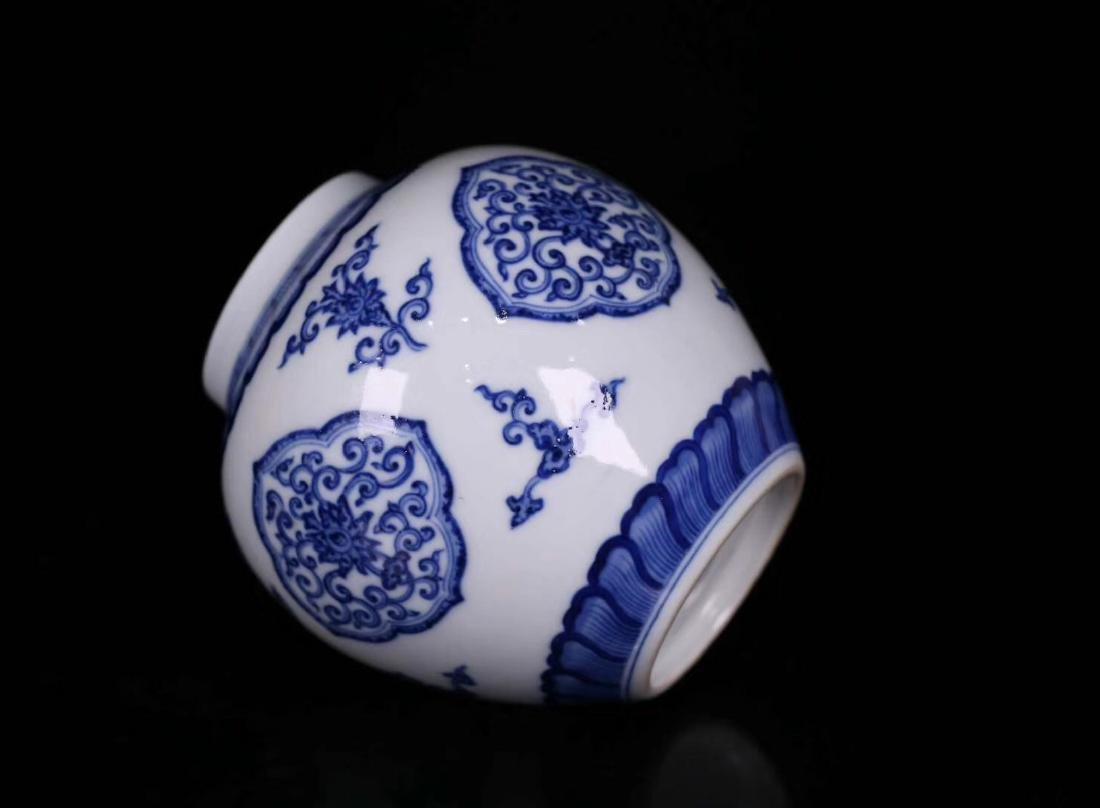 A BLUE&WHITE PORCELAIN WRAPPED FLORAL PATTERN JAR - 3