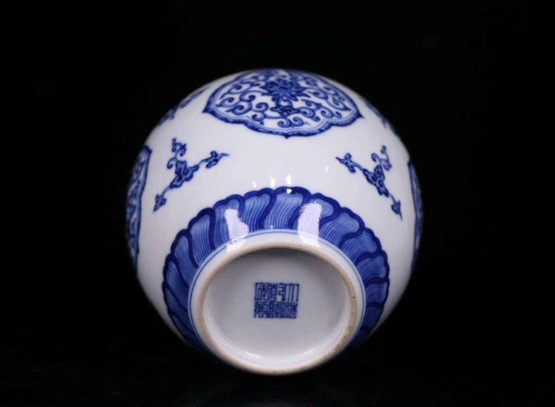 A BLUE&WHITE PORCELAIN WRAPPED FLORAL PATTERN JAR - 4