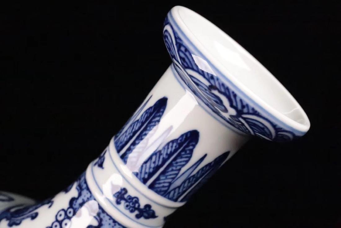 A BLUE&WHITE PORCELAIN WRAPPED LOTUS PATTERN VASE - 7