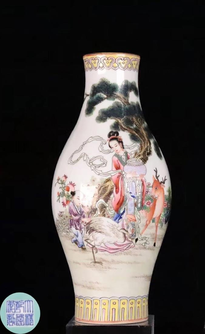 A FAMILLE-ROSE CHARACTER STORY PATTERN VASE
