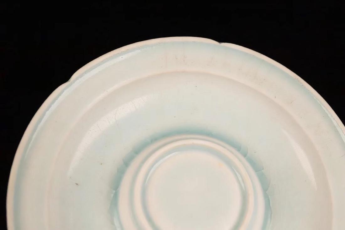 A TIANYAO WHITE GLAZE LEAF HOLLOW SAUCER - 5