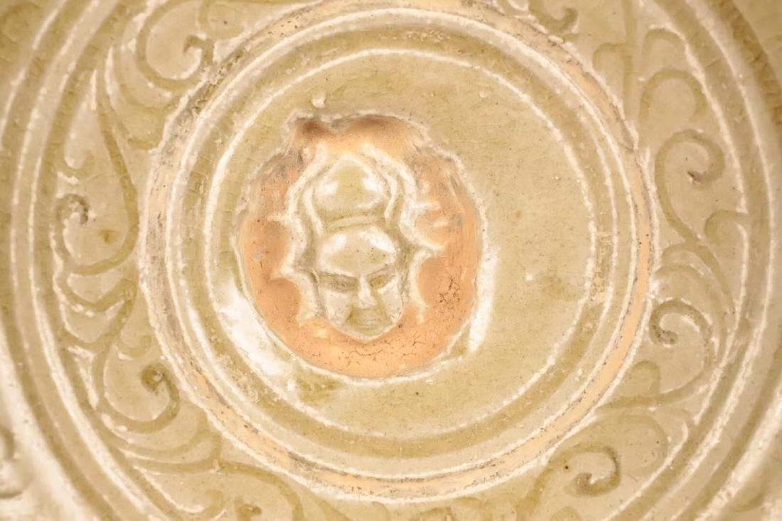 A XIANGZHOUYAO GREEN GLAZE FLORAL PATTERN PLATE - 6
