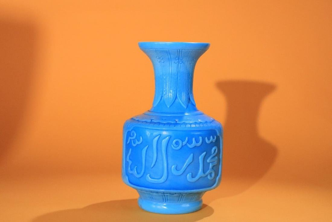 18-19TH CENTURY, AN OLD COLOURED GLASS VASE, LATE QING