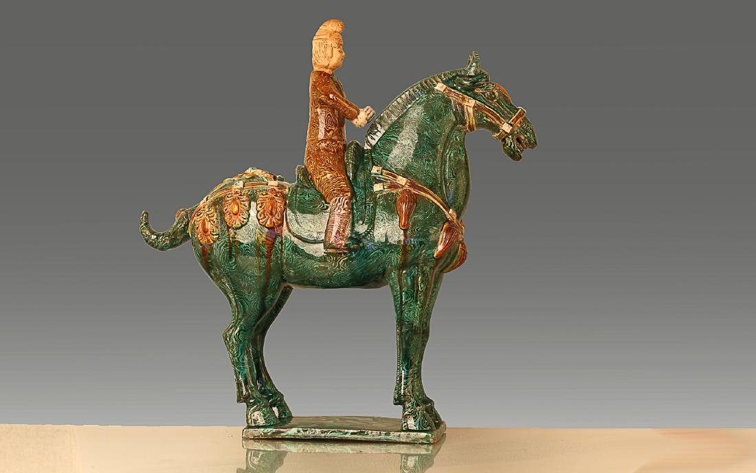 A HORSE RIDING PATTERN TANG TRI-COLOR GLAZED CERAMICS