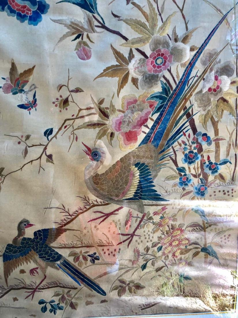 17-19TH CENTURY, A FLORIAL DESIGN EMBROIDEY TABLE - 3