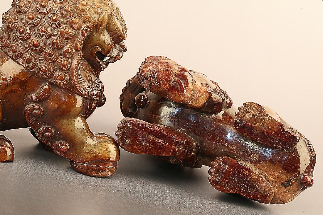 A PAIR OF LION PATTERN HETIAN JADE ORNAMENTS - 3