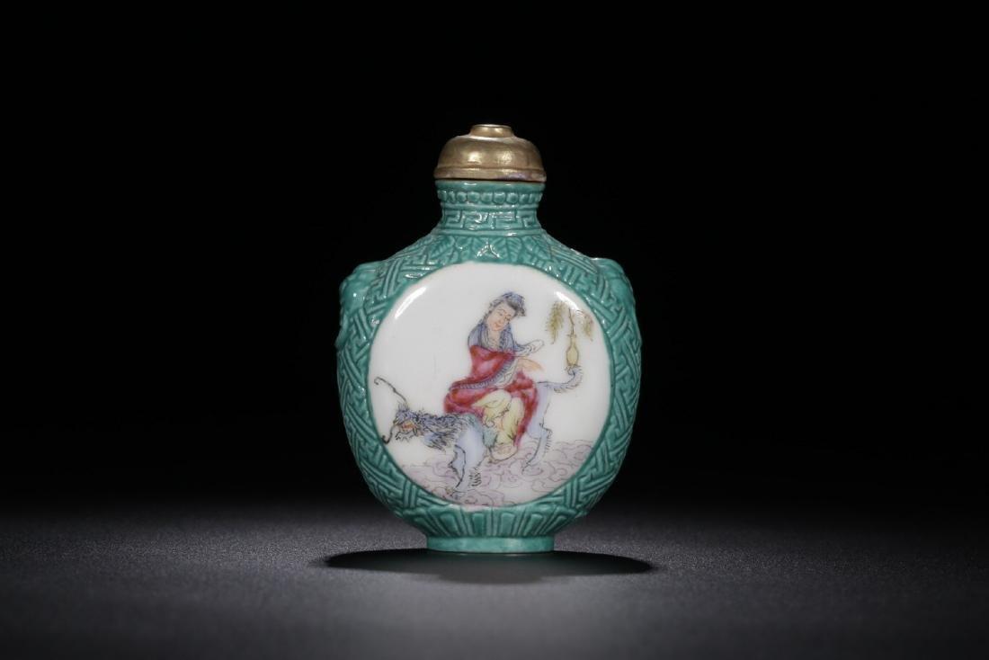 17-19TH CENTURY, A STORY DESIGN PORCELAIN SNUFF BOTTLE,