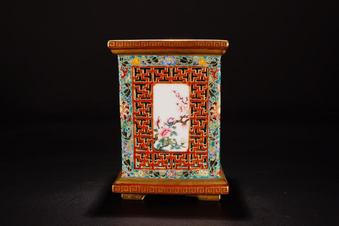 A QIANLONG MARK FAMILLE ROSE IRON RED VASE