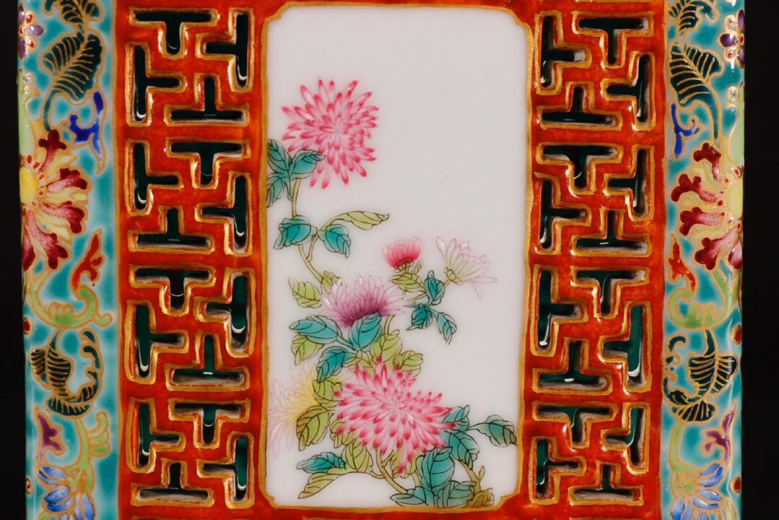 A QIANLONG MARK FAMILLE ROSE IRON RED VASE - 5
