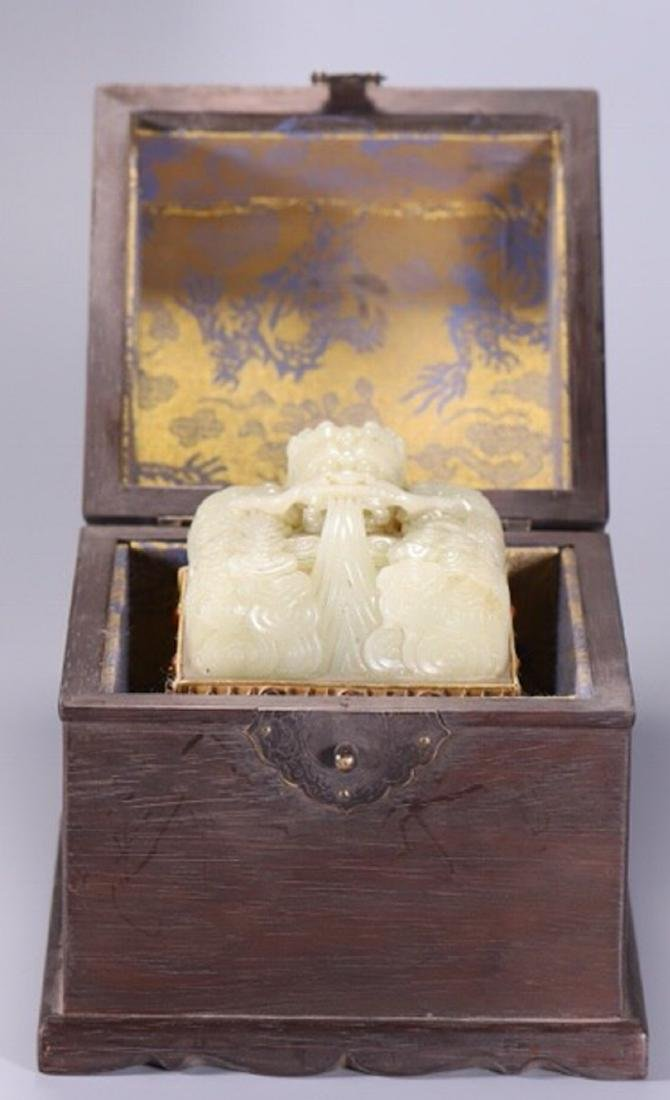 A WHITE JADE CARVED DRAGON SHAPED SEAL