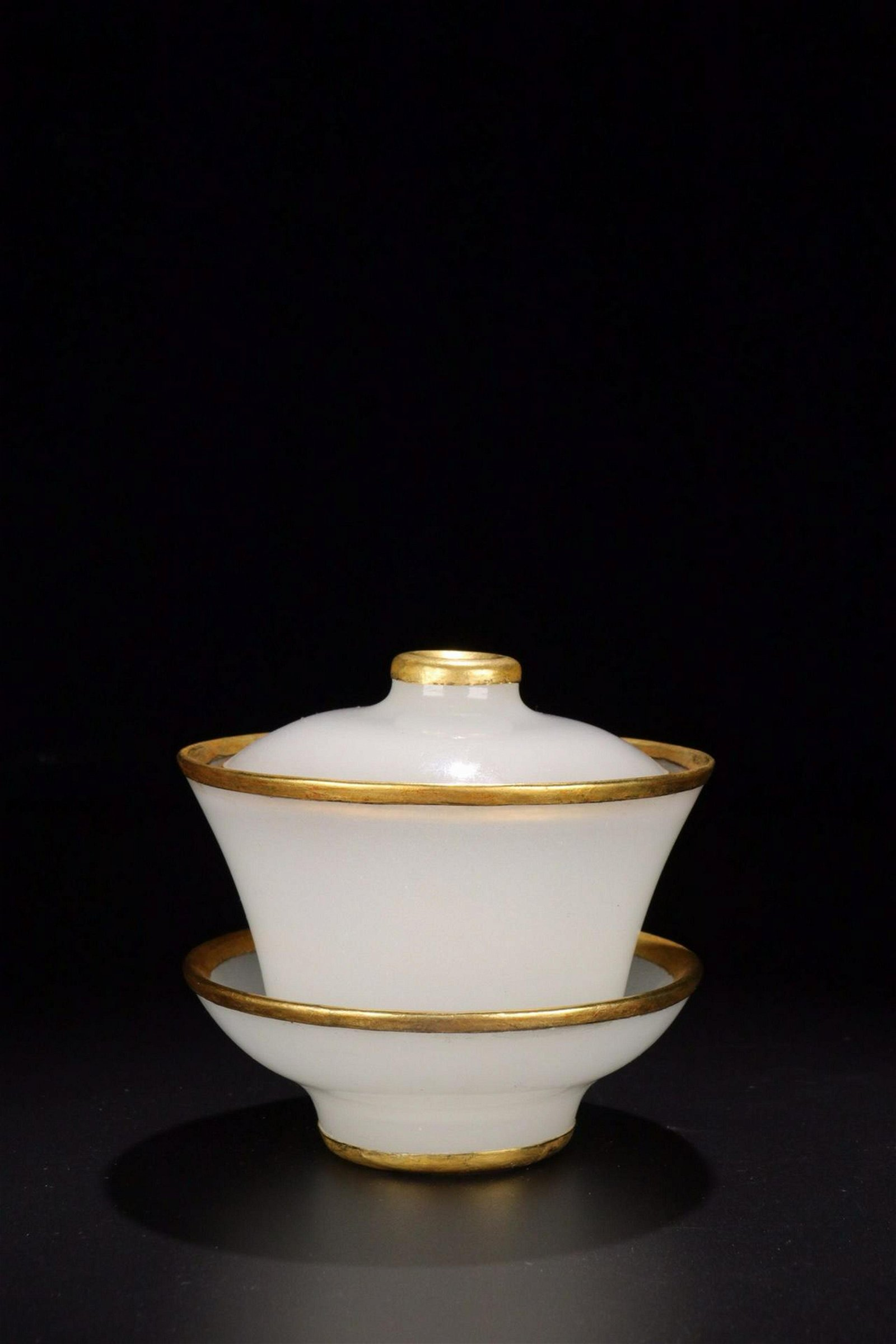 AN AGATE EMBEDED GILT SILVER BOWL