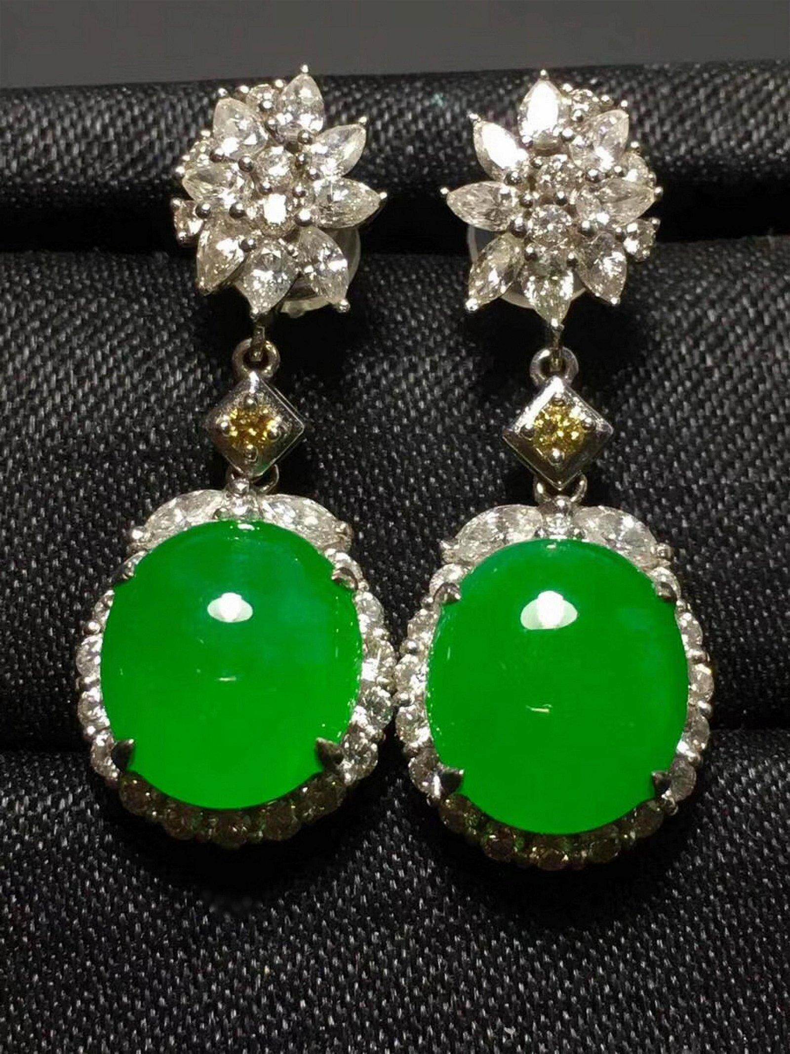 A PAIR OF GREEN JADEITE EARINGS