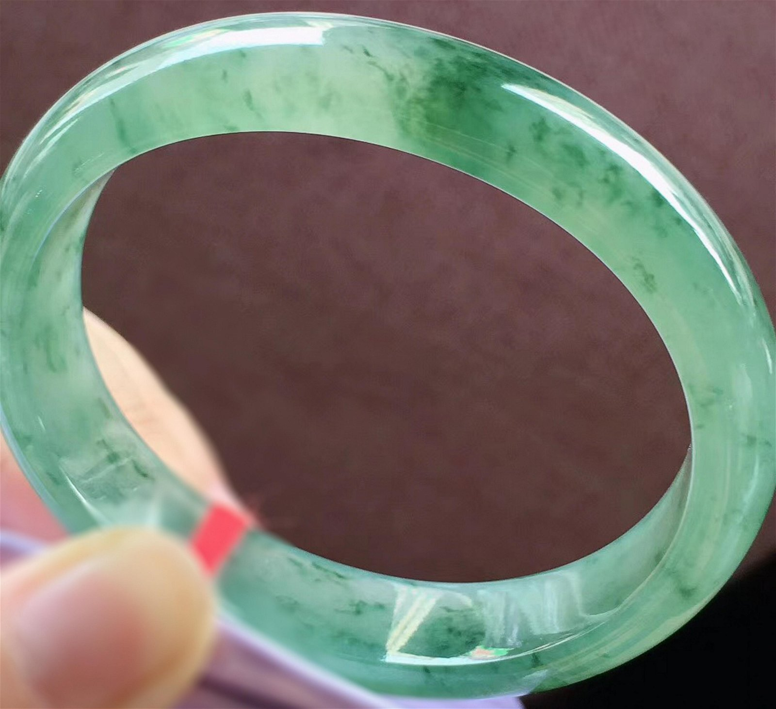 AN ICY JADEITE FLOATING GREEN 'GUI FEI' BANGLE