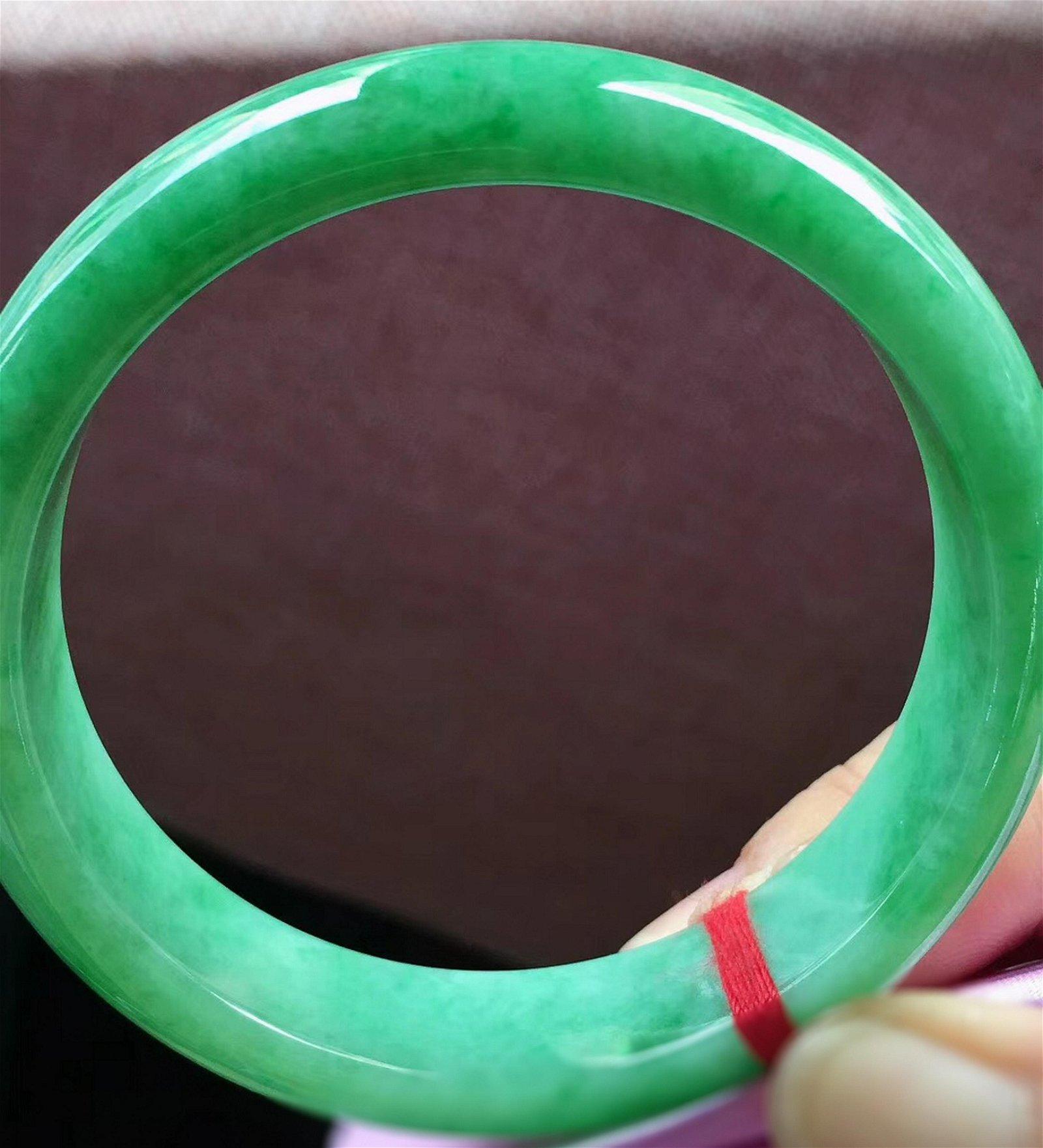 A GREEN JADEITE CIRCLE BANGLE