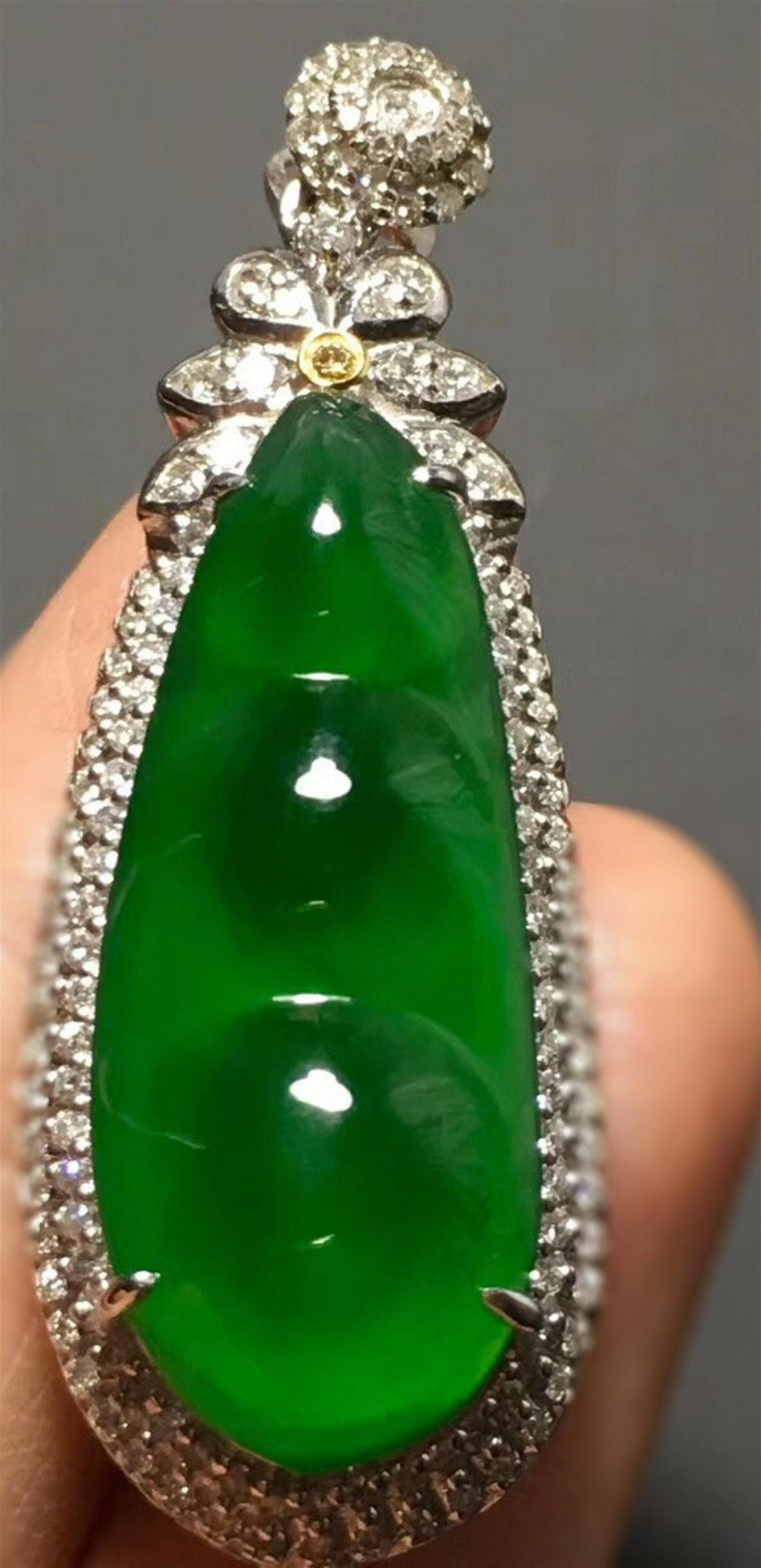 A GREEN JADEITE PEAPDO SHAPED PENDANT