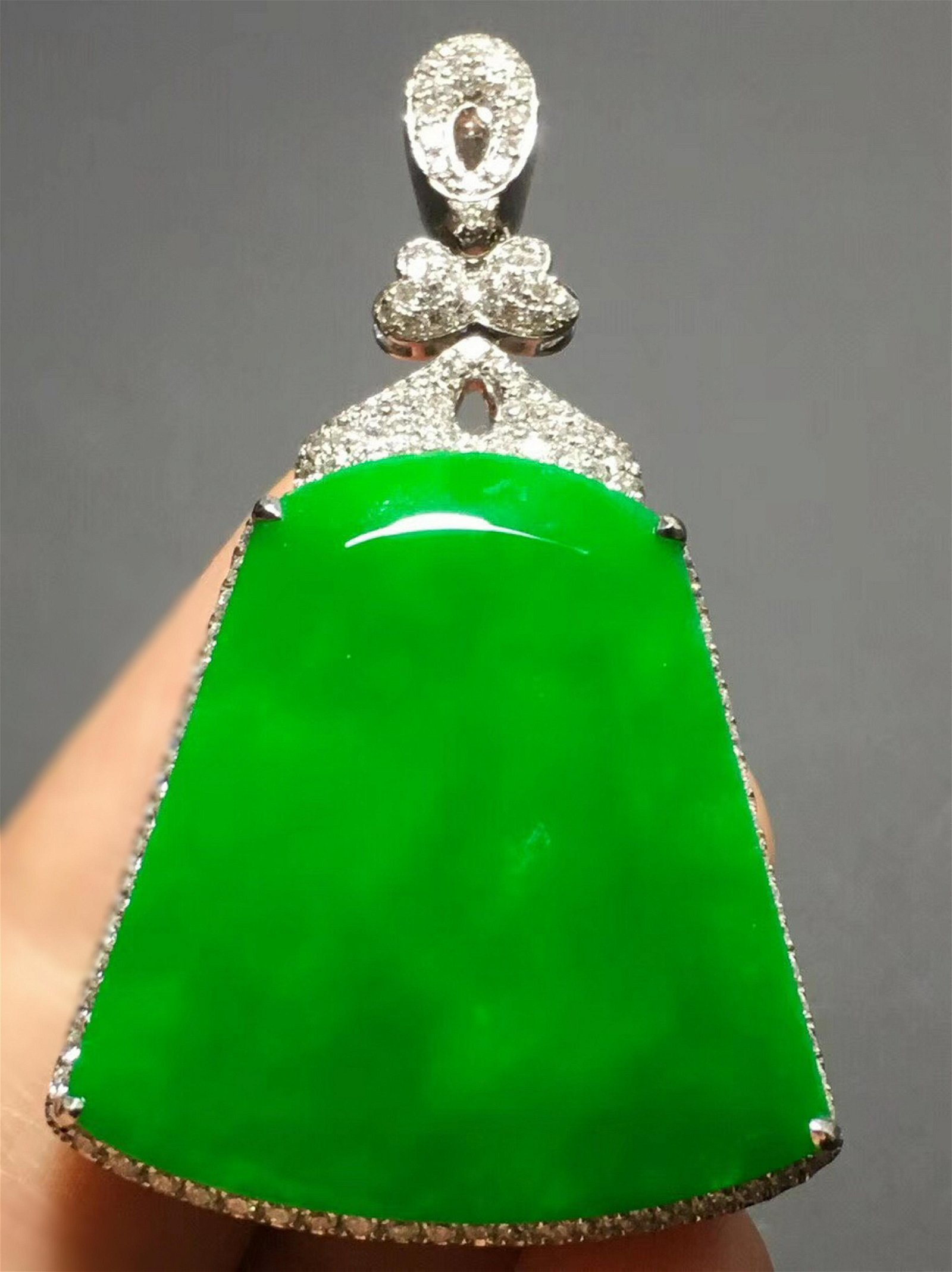 A GREEN JADEITE 'PING AN WU SHI' PENDANT
