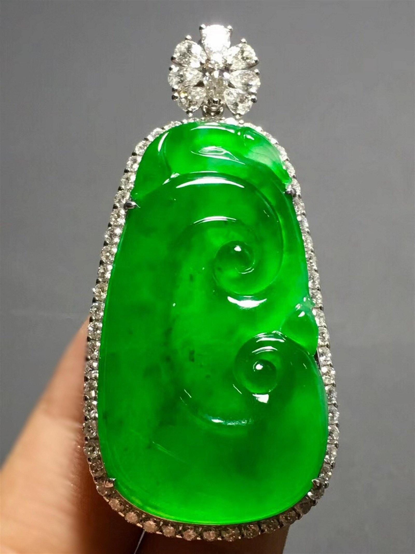 A GREEN JADEITE 'RUYI' SHAPED PENDANT