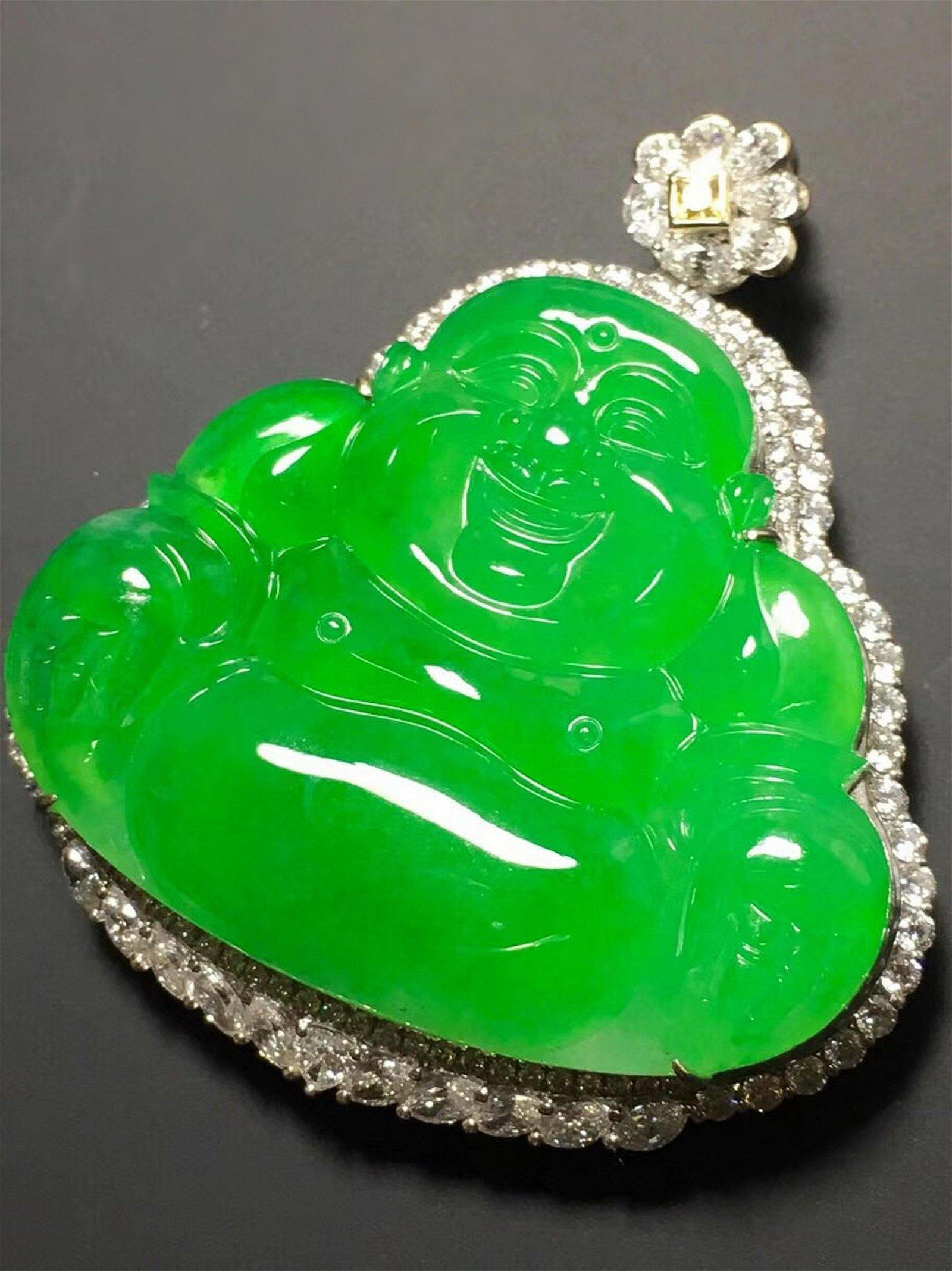 A GREEN JADEITE BUDDHA SHAPED PENDANT