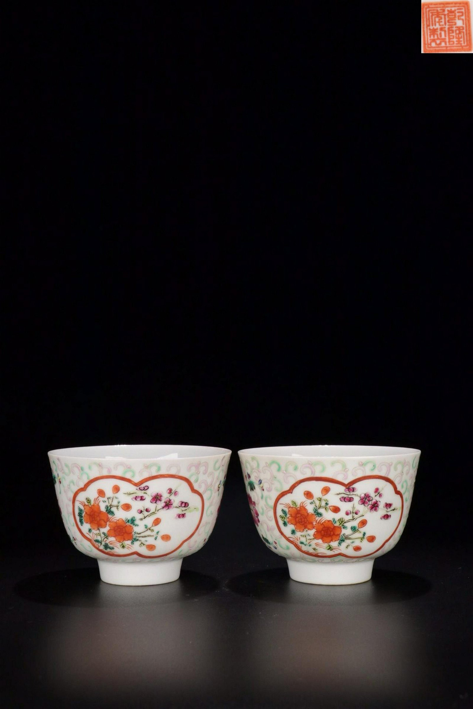 A PAIR OF FAMILLE ROSE FLOWER AND BIRD PATTERN CUPS