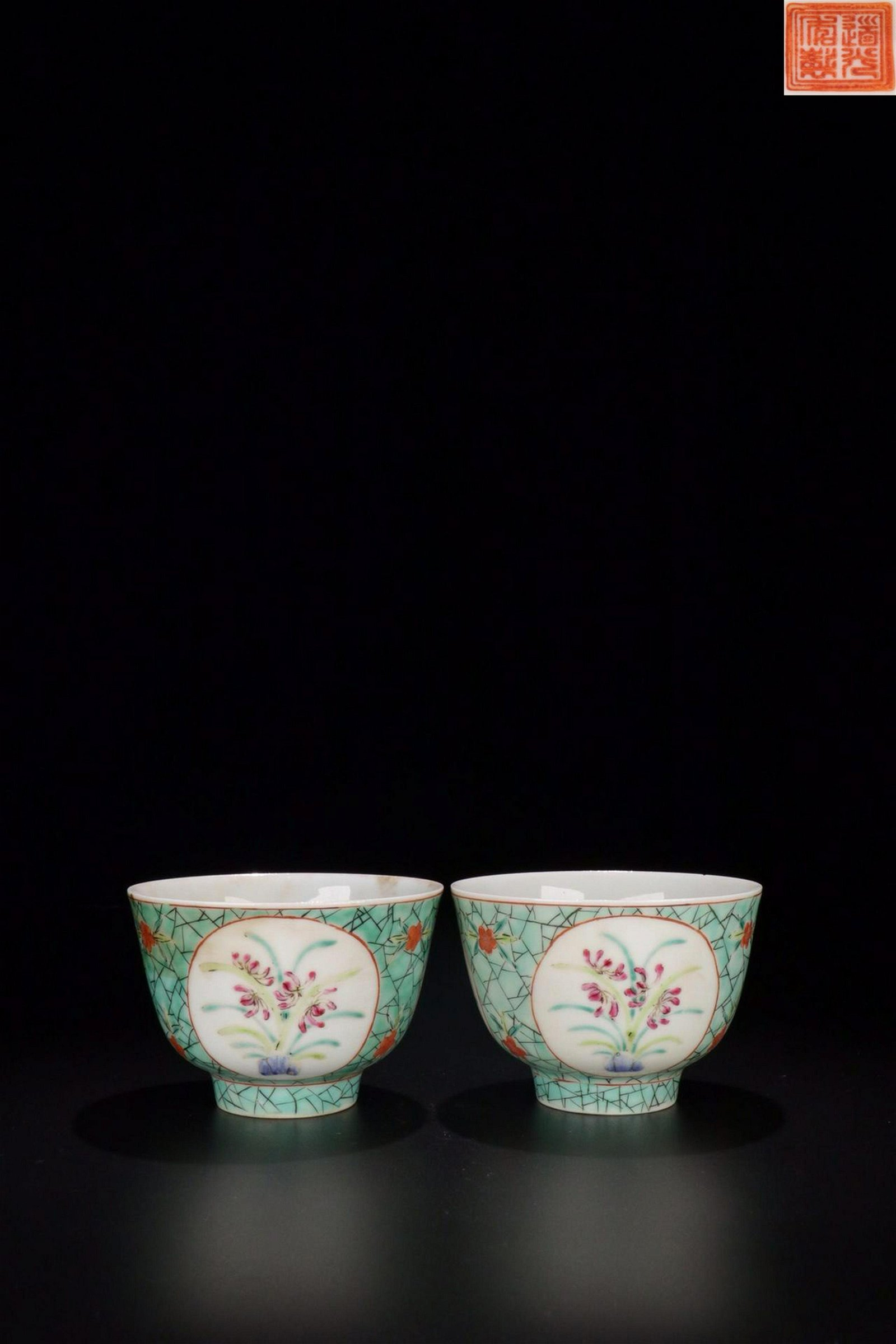 A PAIR OF TURQUOISE GLAZE DAFFODIL PATTERN TEA CUPS